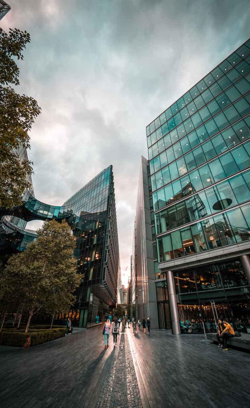 Bürogebäude für portfolio slidebird