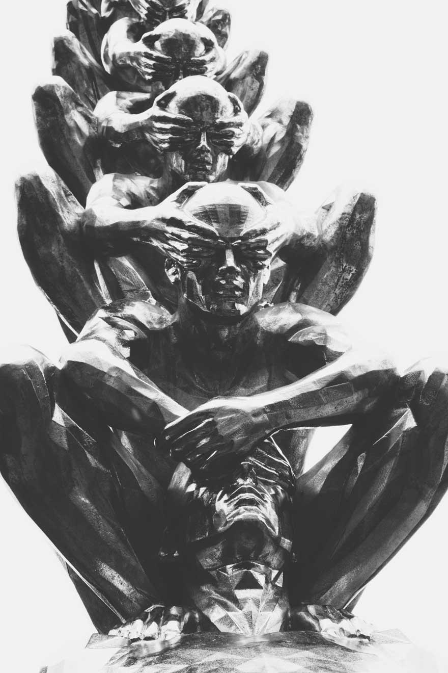 Kunstfigur Männer halten sich die Augen zu